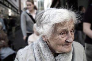 Les 10 règles d'or d'Alenvi pour aider au mieux un proche âgé à son domicile
